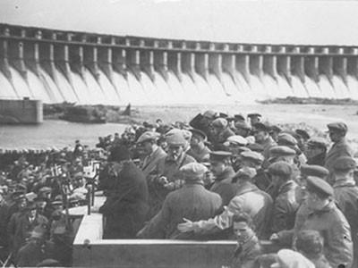 Великий пролетарский писатель Максим Горький делится впечатлениями о строительстве ДнепроГЭС