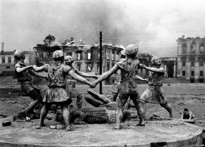 На рассвете 19 ноября 1942 г.Советская Армия прорвала оборону противника и перешла в наступление под Сталинградом