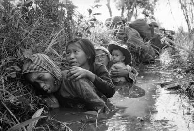 Французские империалисты в декабре 1946 развязали в масштабе всей страны колониальную войну. Вьетнам