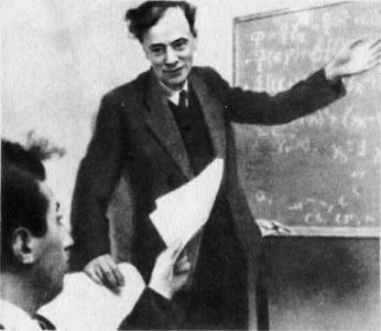 9 (22) января 1908 года в Баку родился всемирно знаменитый советский физик, Ландау Лев Давыдович