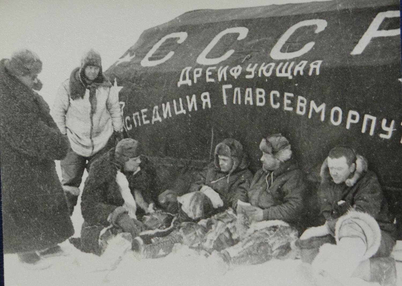 """21 мая 1937 - Начало работы дрейфующей станции """"Северный полюс-1"""" под руководством И.Д.Папанина"""