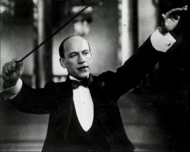 Памяти Исаака Дунаевского, знаменитого советского композитора. Оперетты.