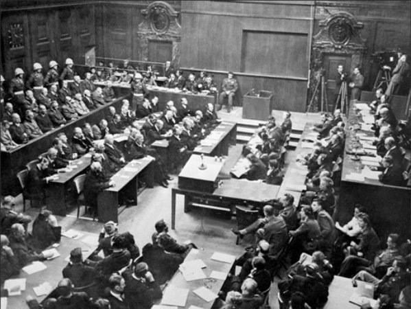 Полторак А. И. Нюрнбергский эпилог. I. Последняя резиденция гитлеровского правительства. Часть 2