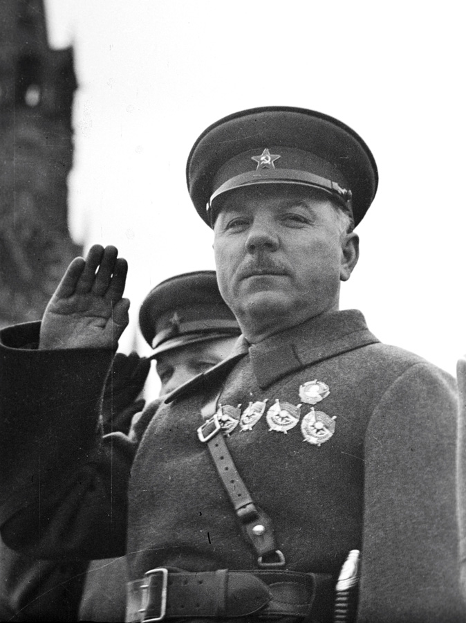 К. Е. Ворошилов умер 2 декабря 1969 г. Похоронен на Красной площади в Москве.