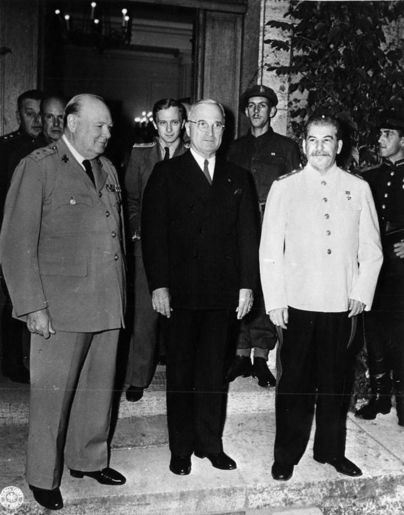 С 17 июля по 2 августа 1945 года в Потсдаме работала Берлинская конференция